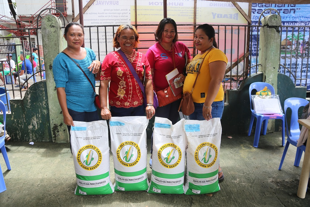 MisOr residents benefit from seeds distribution during Serbisyo Caravan