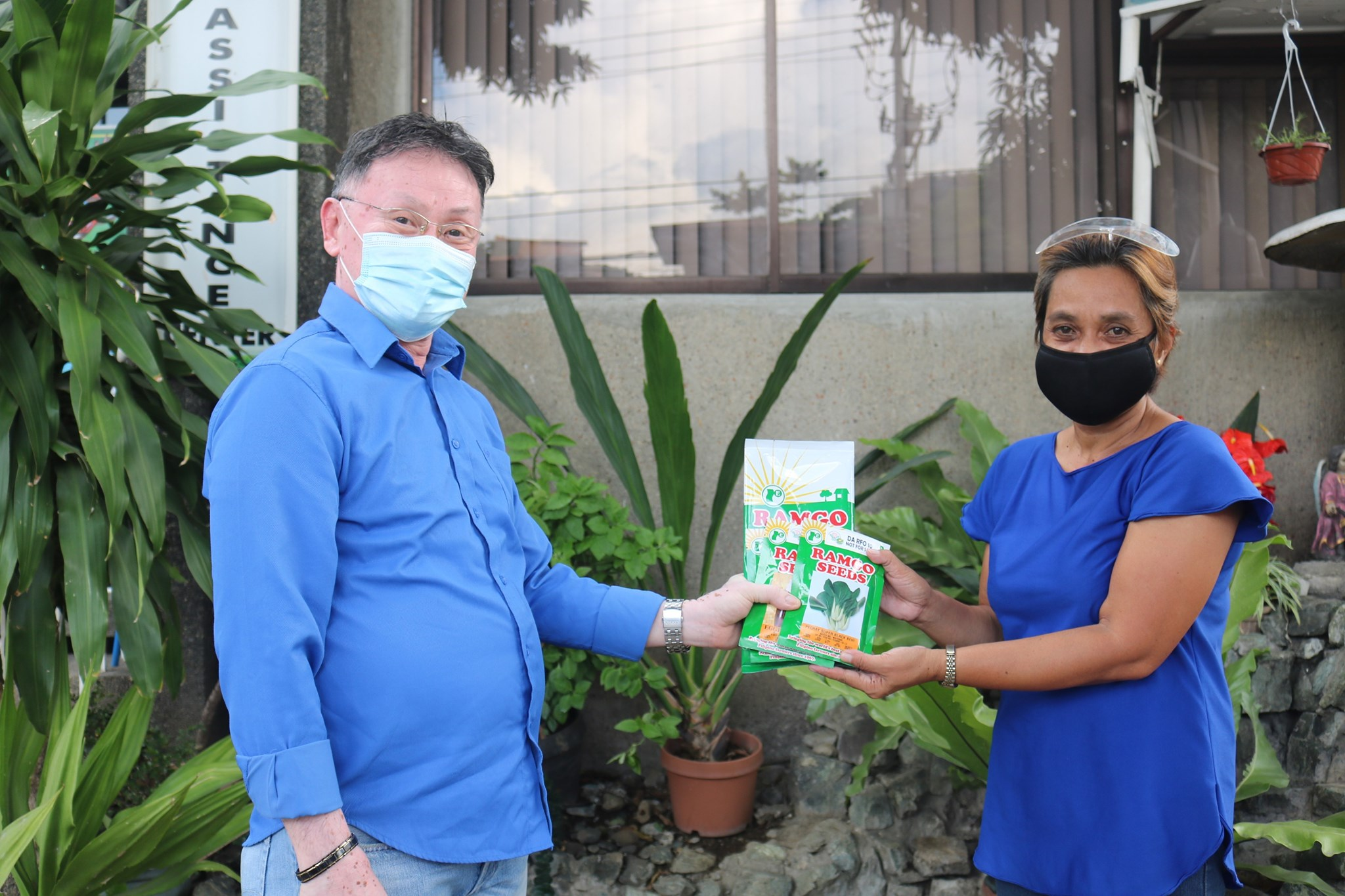 DA-10 amplifies support to learners through veggie seed distribution