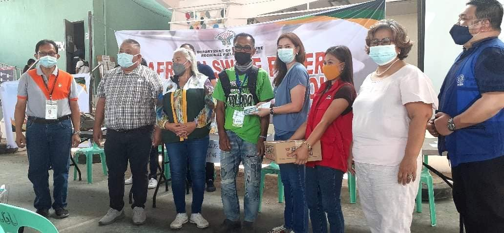 DA USec Evangelista leads ASF indemnification distribution in Alubijid town